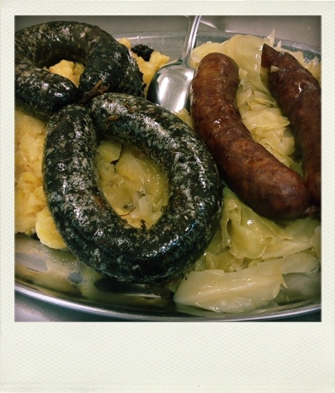 BLOOD SAUSAGES WITH SOUR CABBAGE